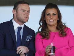 Englands Stürmer Wayne Rooney (l.) mit Frau Coleen
