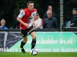 Wessel Dammers heeft de bal tijdens het competitieduel Jong Feyenoord - Jong VVV-Venlo/Helmond Sport. (18-08-2015)