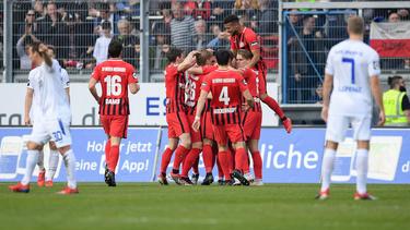 Wehen Wiesbaden jubelt nach dem zwischenzeitlichen 1:0