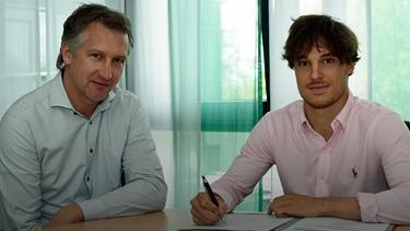 Simon Straudi (r.) unterschrieb einen Profivertrag