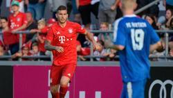 Lucas Hernández (l.) beim Testspiel FC Bayern gegen den FC Rottach-Egern