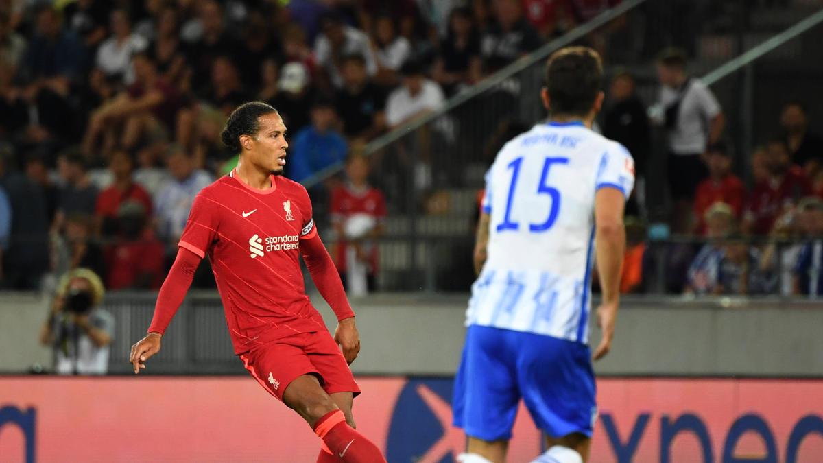 Van Dijk (l.) greift wieder für den FC Liverpool ins Geschehen ein