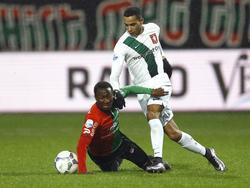 NEC-middenvelder Janio Bikel vecht een duel uit met FC Twente-aanvaller Zakaria el Azzouzi. (27-01-2016)