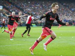 Joël Veltman viert zijn winnende treffer tijdens Feyenoord - Ajax. (3-2-2014)