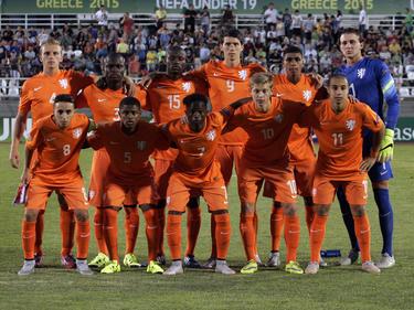 Het Nederlands elftal u19 is klaar voor het duel met Duitsland tijdens het EK u19 in Griekenland. (10-07-2015)