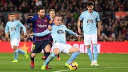 Stanislav Lobotka (m.) im Duell mit Lionel Messi