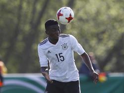 Nachwuchsspieler Patric Pfeiffer unterschreibt beim HSV