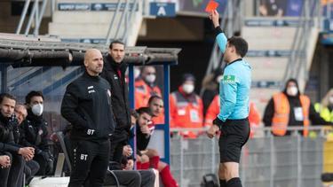 Sah in Paderborn Rot: Würzburg-Coach Bernhard Trares