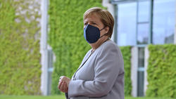 Angela Merkel warnt vor voll besetzten Stadien