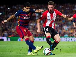 Laporte versucht Suárez beim Torabschluss zu behindern