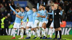 Los jugadores del City celebran un lanzamiento en la casa del Leicester. (Foto: Getty)