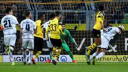 Hoffenheims Ishak Belfodil (r.) köpft zum 3:3 in Dortmund
