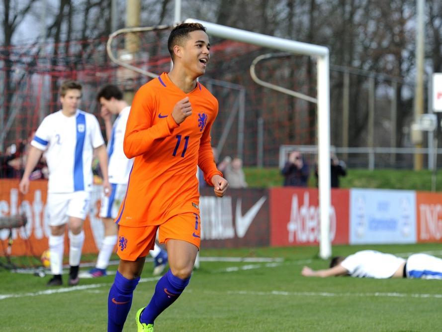 Justin Kluivert kan onverwachts lachen in de slotfase van de interland Nederland u19 - Finland u19. Een voorzet van de Ajacied wordt tot eigen doelpunt verwerkt. (23-03-2017)