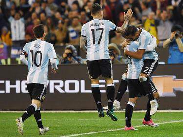 Messi, Otamendi e Higuaín festejando con Mercado el gol ante Brasil (Foto: Getty)