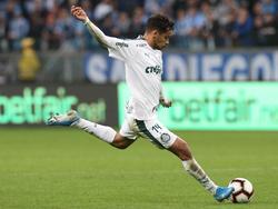 Gustavo Scarpa clavó un auténtico golazo de falta.