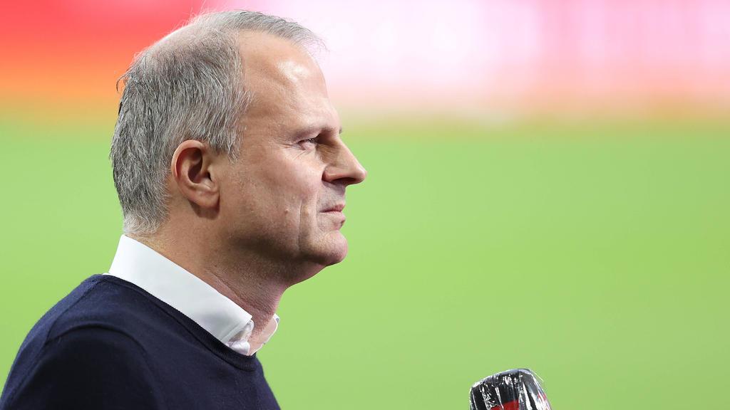 Jochen Schneider wartet noch immer auf den ersten Saisonsieg des FC Schalke 04