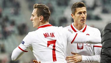 Arkadiusz Milik (l.) kennt Robert Lewandowski (r.) vom FC Bayern aus der Nationalmannschaft
