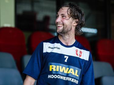 Geert Arend Roorda kan weer lachen in de voetballerij. De clubloze middenvelder weet te imponeren tijdens een stage bij FC Dordrecht en krijgt een eenjarig contract aangeboden. (31-07-2015)