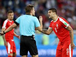 Dr. Felix Brych hatte einiges zu tun bei der Partie von Serbien gegen die Schweiz