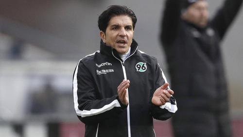 Nähert sich mit Hannover immer mehr den Abstiegsrängen: 96-Coach Kenan Kocak