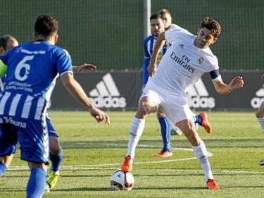 Enzo Zidane maneja el cuero en el encuentro frente al Talavera. (Foto: Imago)