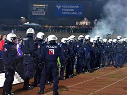 In Vöcklabruck waren mehr Sicherheitskräfte als in manchen Cup-Spielen Zuschauer