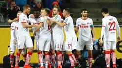 Der 1. FC Köln, mit karnevalistischen Ringelsocken, gewann das Topspiel gegen den FC St. Pauli