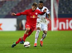 Dalbert presiona a un jugador del Salzburgo. (Foto: Imago)