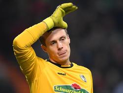Alexander Schwolow musste gegen Leipzig verletzt vom Feld