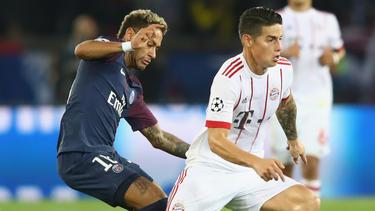 James Rodríguez (r.) könnte im Tausch mit Neymar nach Paris wechseln