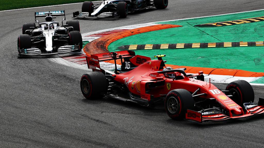 Lewis Hamilton (li.) und Charles Leclerc lieferten sich in Monza ein packendes Duell