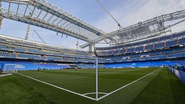 Imagen del Santiago Bernabéu aún en obras, en Madrid.