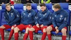 Leon Dajaku (2.v.r.) könnte den FC Bayern verlassen