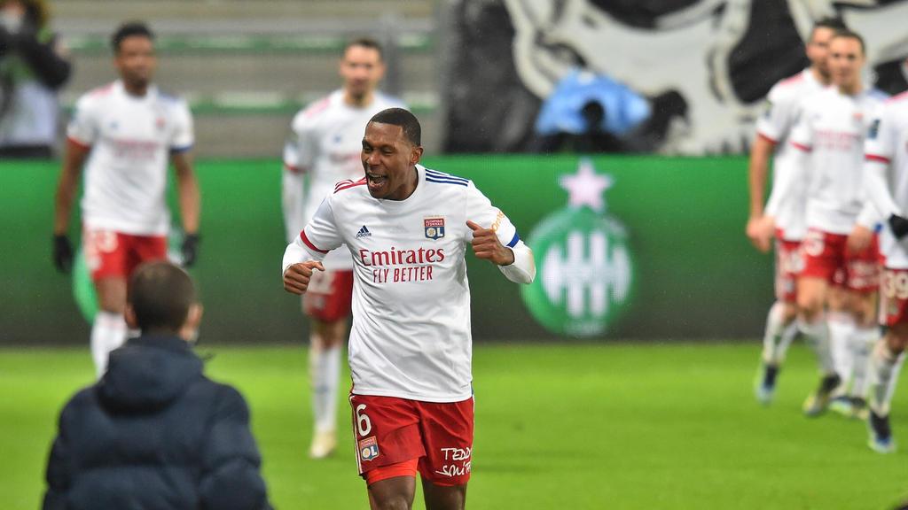Guedes seguirá vistiendo la camiseta del Lyon.