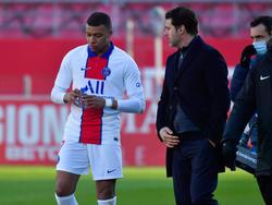 Mbappé conversa con Pochettino en el último duelo.