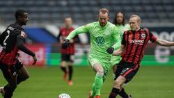 Der Wolfsburger Maximilian Arnold (M.) kritisiert die hohen Ablösesummen für Trainer