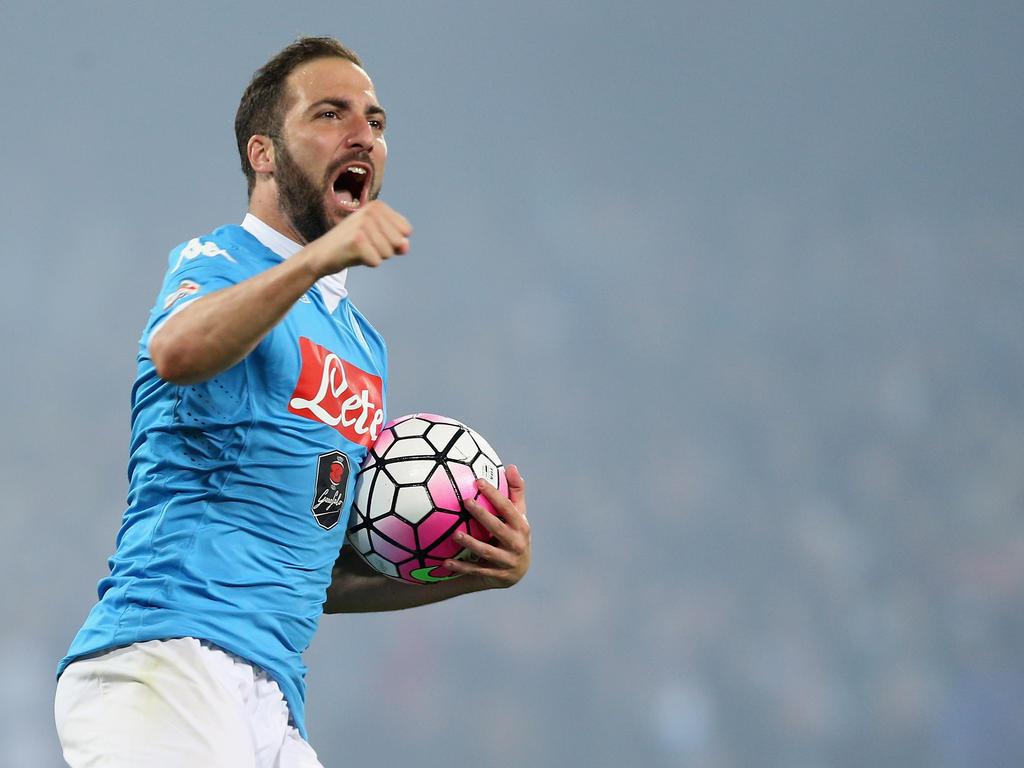 Mit 36 Toren in 35 Spielen stellt Napolis Stürmerstar Gonzalo Higuaín einen neuen Rekord in der Serie A auf
