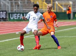 Kyle Walker-Peters con la camiseta de Inglaterra Sub-20. (Foto: Imago)