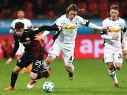 Jannik Vestergaard (M.) verletzte sich gegen Leverkusen schwer
