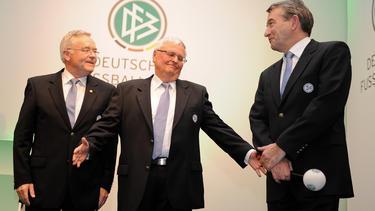Wehren sch gegen die Anklage: Wolfgang Niersbach, Theo Zwanziger und Horst R. Schmidt (v.re.)