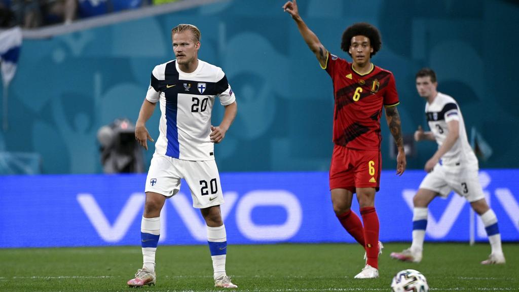 Joel Pohjanpalo (l.), hier neben BVB-Star Axel Witsel bei der EM