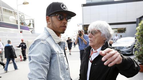 Hamilton und Ecclestone im Gespräch