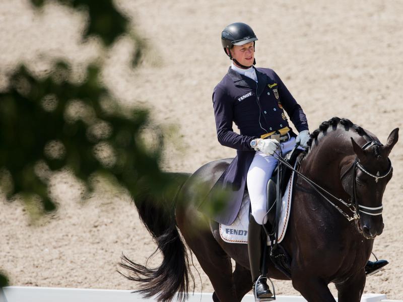 Matthias Rath ritt sich auf Totilas außer Konkurrenz weiter ein. Foto: Rolf Vennenbernd
