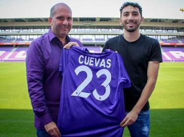 Austrias Technischer Direktor Ralf Muhr mit Neuzugang Cristián Cuevas. © FK Austria Wien