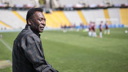 Pelé muss sich erneut einem operativen Eingriff unterziehen