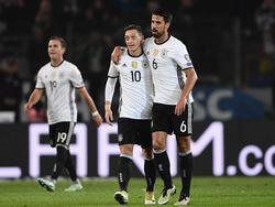 Götze, Özil und Khedira (v.l.) müssen bald in der Nations League ran