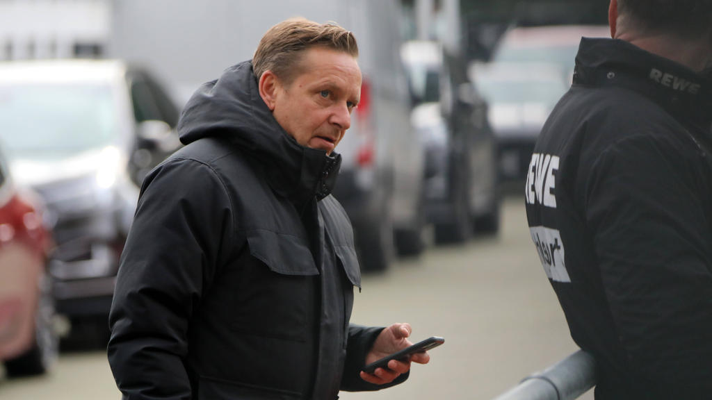 Horst Heldt vom 1. FC Köln fürchtet einen Saisonabbruch