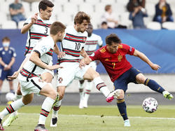 A los lusos les bastó un gol en propia meta de los españoles.