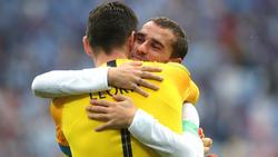 Hugo Lloris und Antoine Griezmann umarmen sich nach Spielschluss