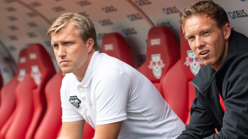 Fühlt sich in Leipzig wohl: RB-Sportdirektor Markus Krösche (l.)